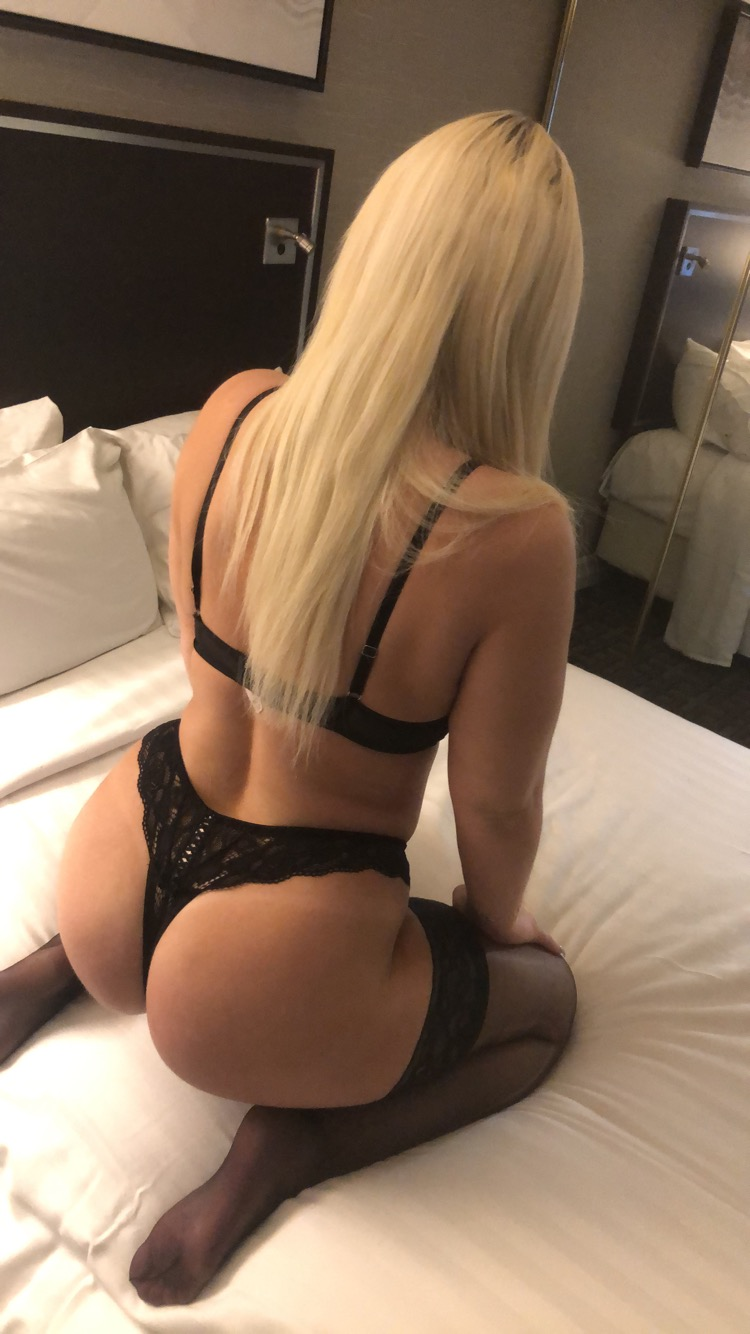 Blonde bunny **Short Stay Come Play**