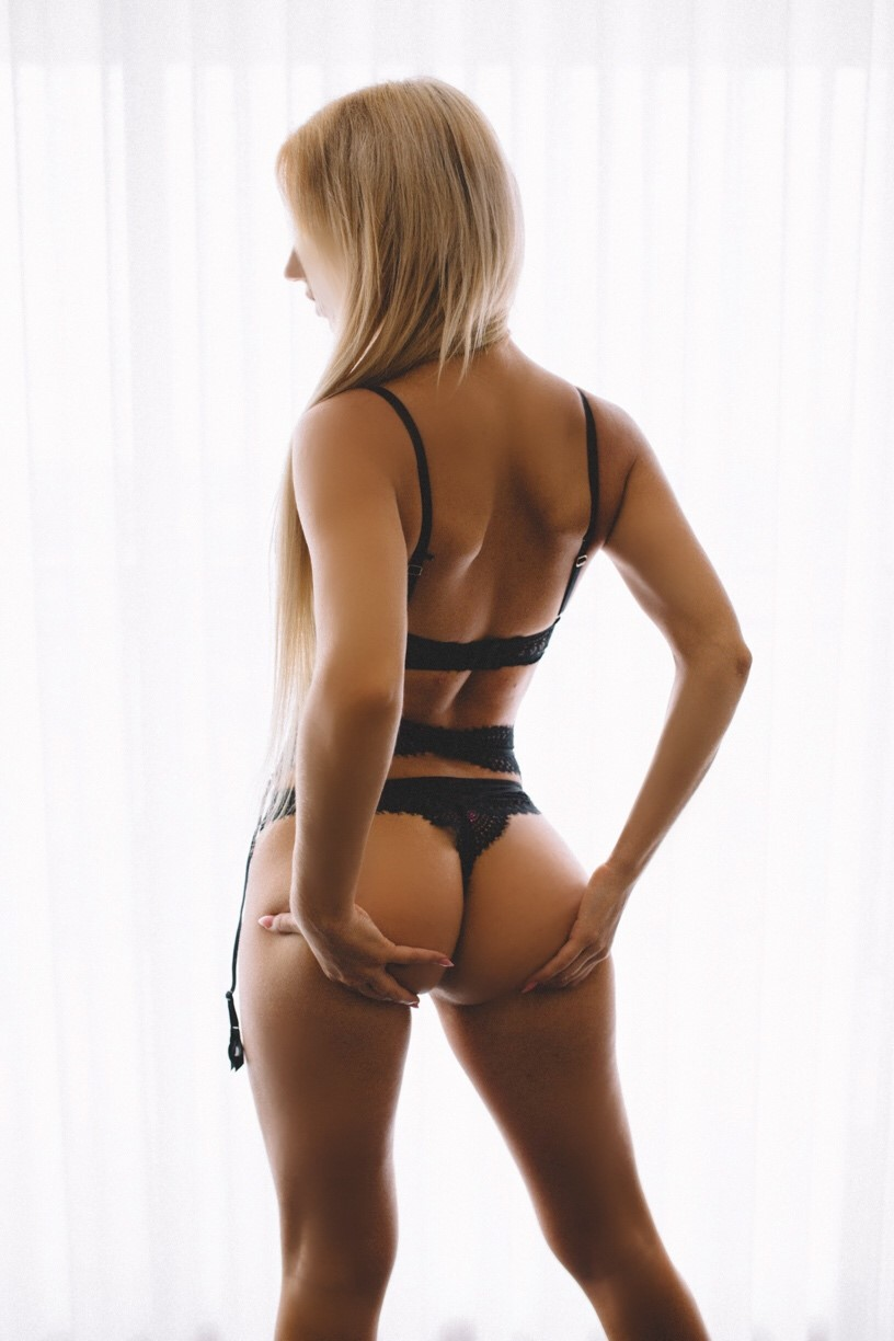 Naughty, playful blonde just arrived back from U.S.A and excited to have some fun with you