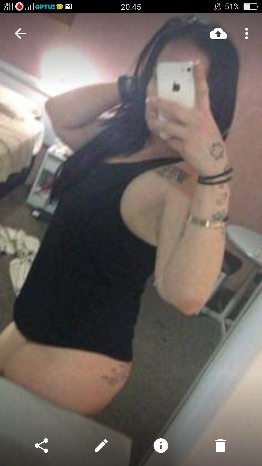 Yasmin ozi party girl